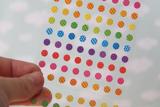 Paso 4: Escoge unas pegatinas pequeñas para decorar el tarro