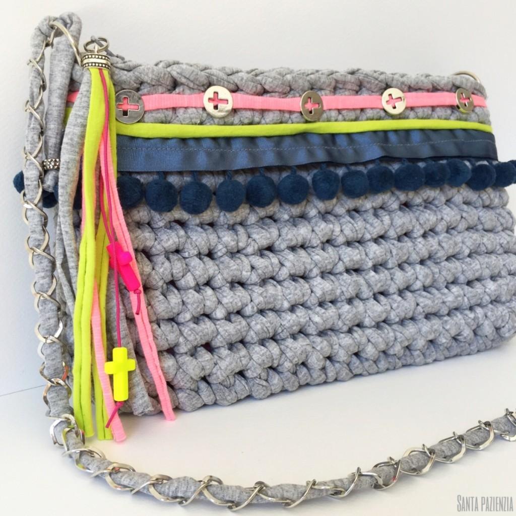 Un bolso de trapillo con un toque especial for Bolso crochet trapillo
