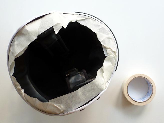 protege la almohadilla interior con cinta de carrocero