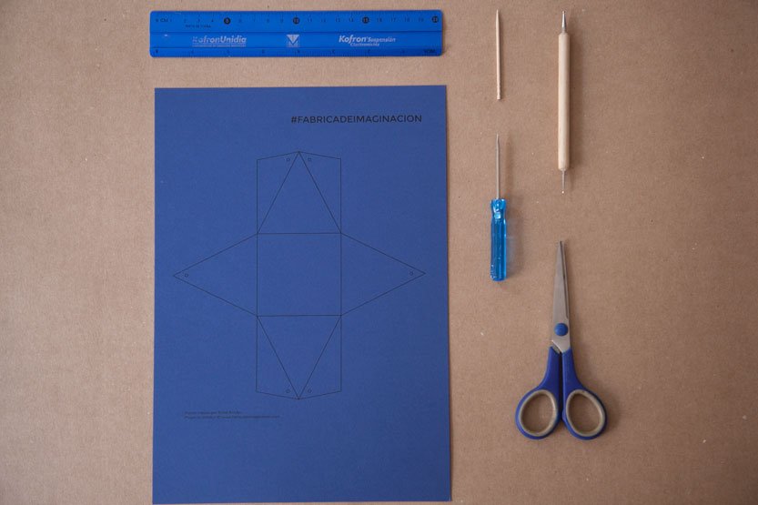 Materiales para un diy packaging piramide original