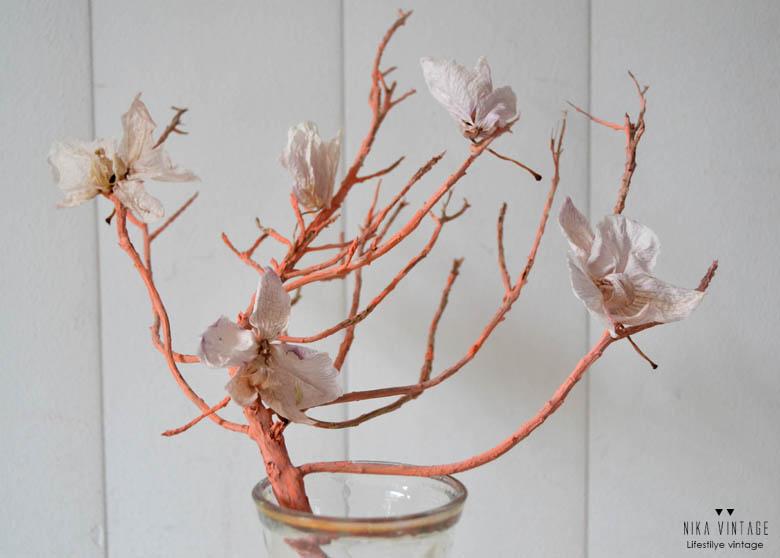 DIY con ramas y orquídeas secas