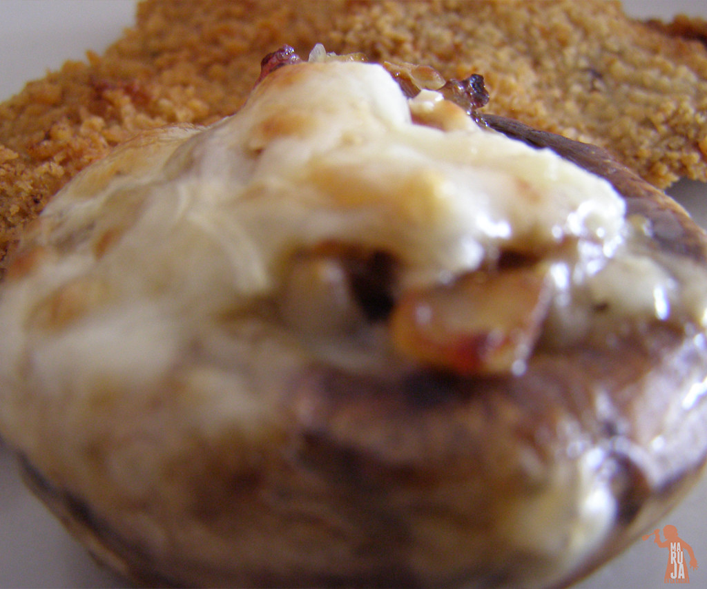Champiñones rellenos con jamón serrano y queso manchego