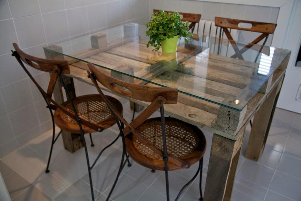 bonita y práctica mesa con palé