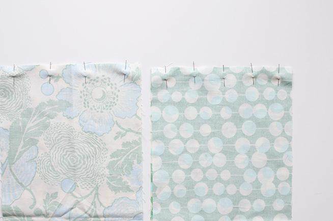 Colocamos alfileres para fijar las dos capas de tela