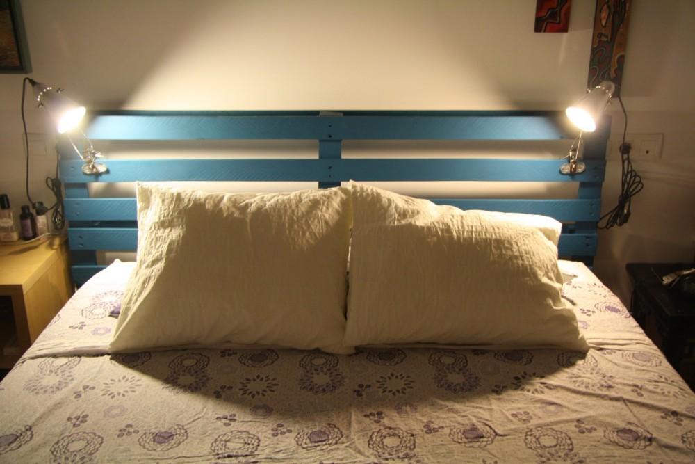 cabecero para la cama hecho con palets