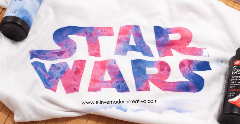 Camiseta teñida con tintes fotosensibles