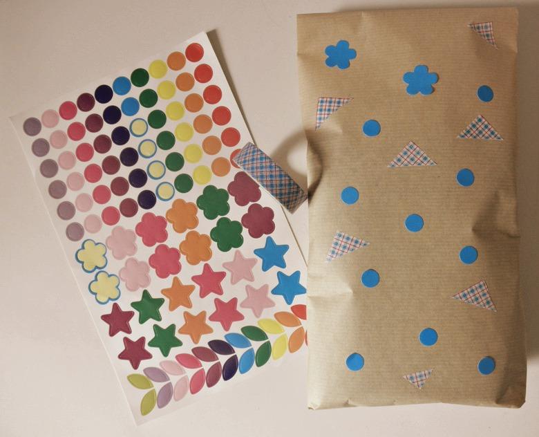 Empaquetado básico con washi tape y pegatinas