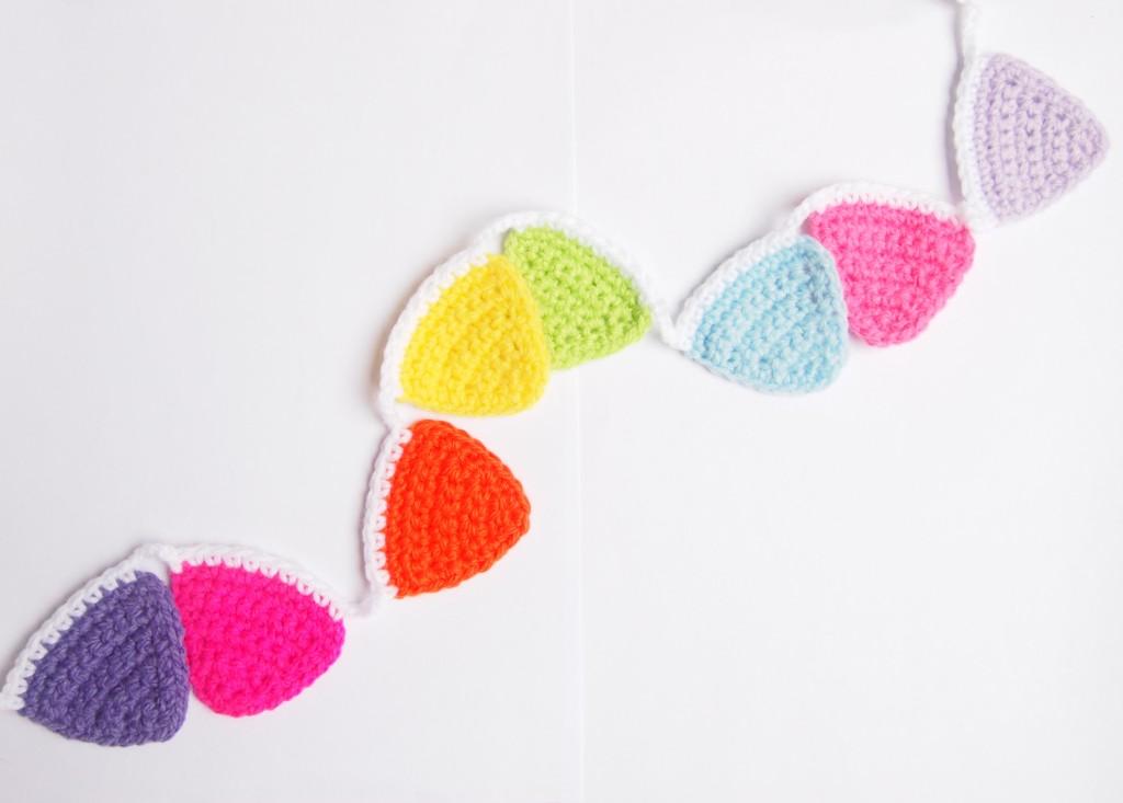 Resultado de los banderines de colores a crochet