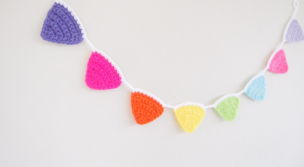 Tutorial de banderines coloridos a crochet o ganchillo