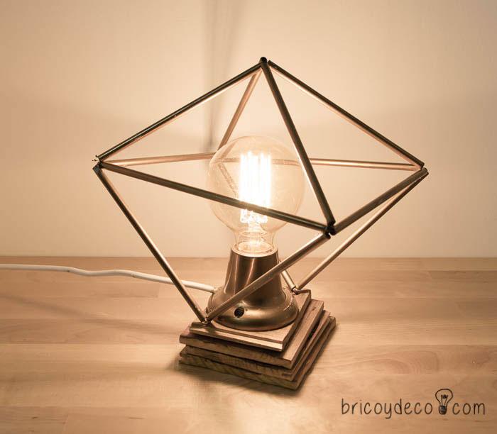 lámpara de estilo industrial con bombilla de filamentos