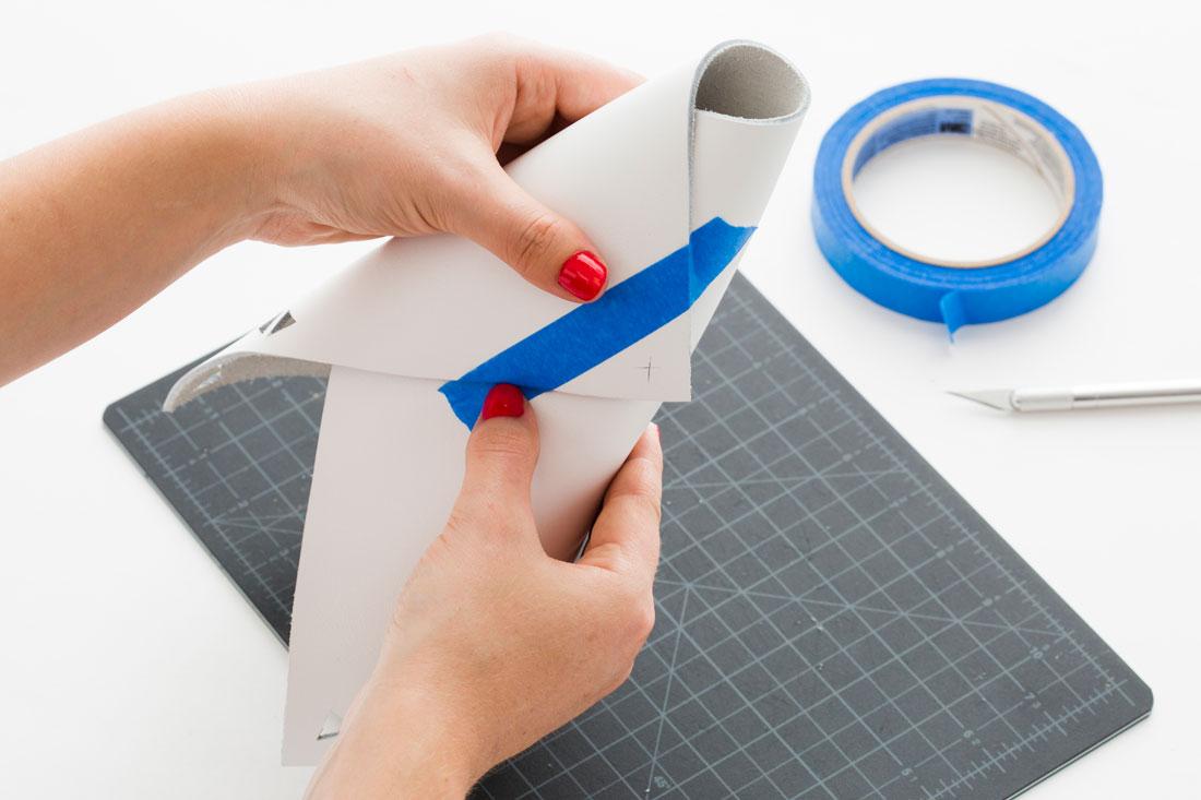 envolver su lámina de cuero en forma de cono