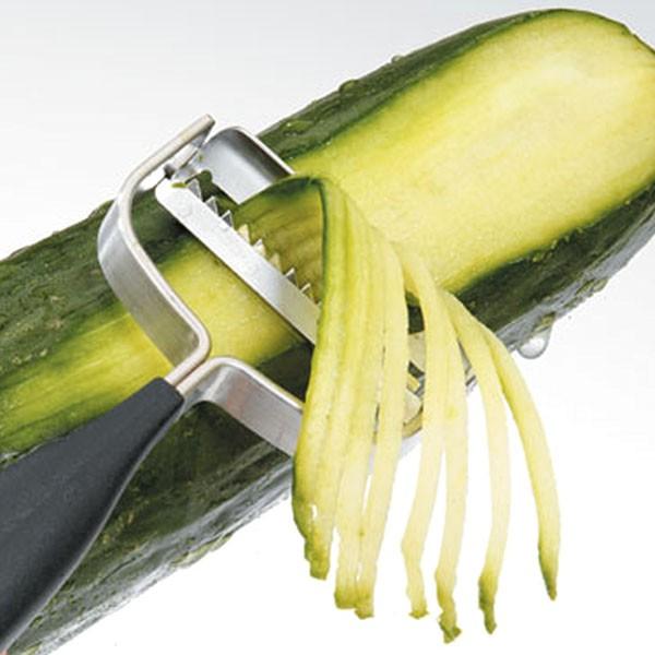 Utensilios de cocina: cortaverduras en juliana