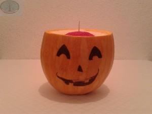Vela en una calabaza para Halloween