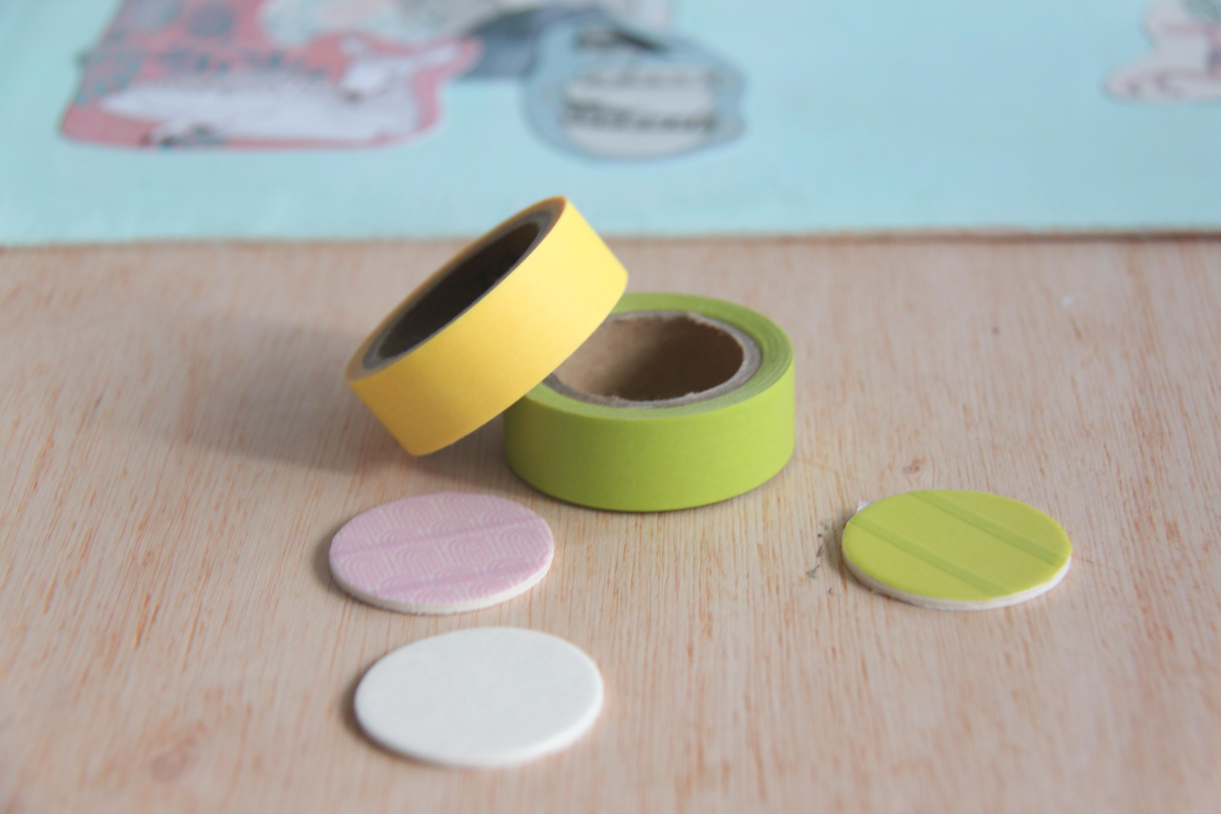 Forrar los círculos de madera con washi tape