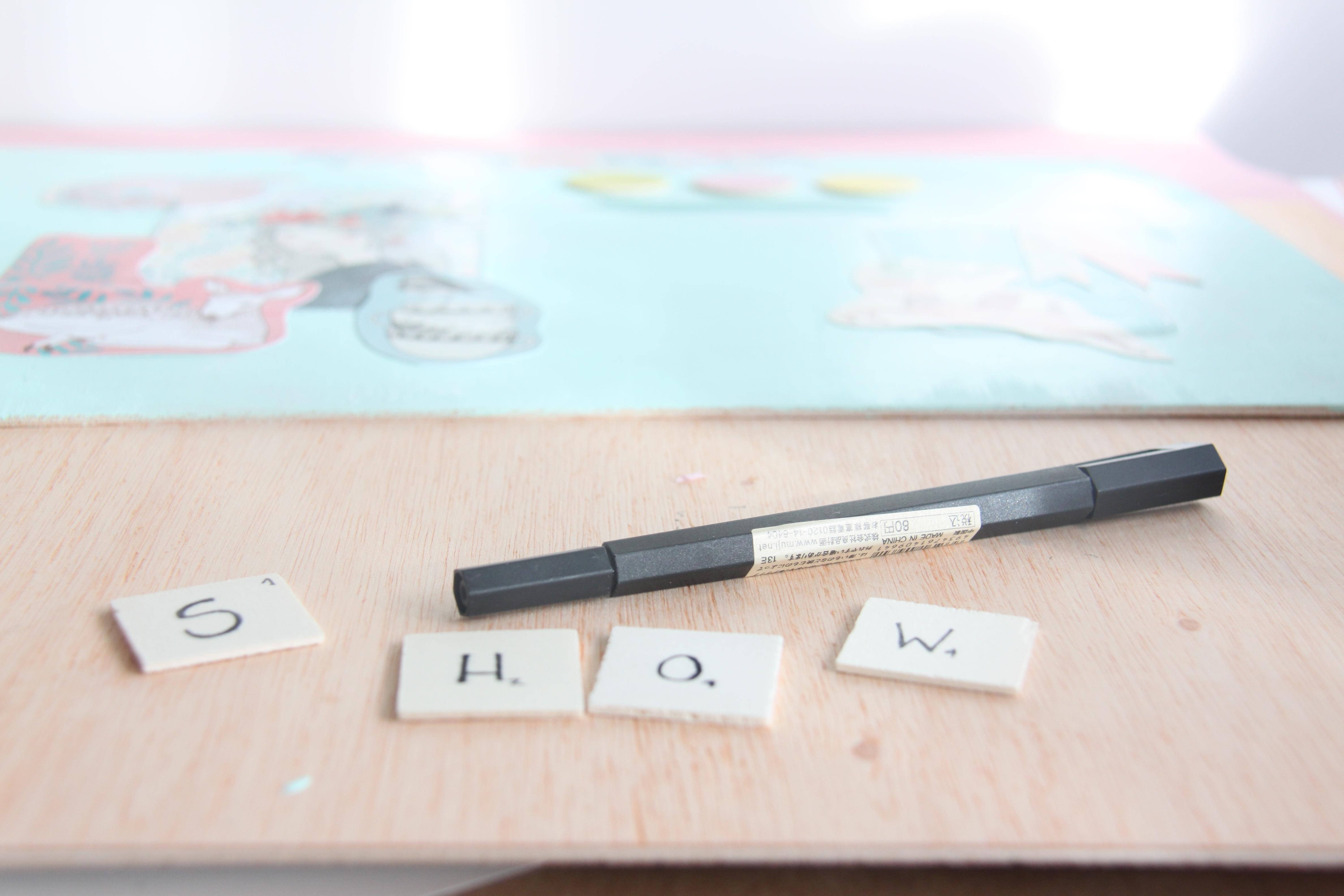 Escribir la palabra Show con un rotulador permanente