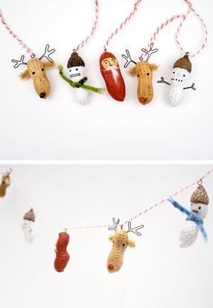 Decoración navideña con cacahuetes