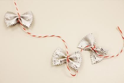 Decoración navideña con lacitos de pasta